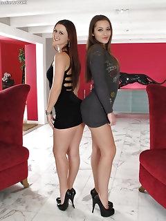 Hot Lesbian Babes Pics