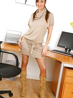 Erotic Secretary Babes Pics