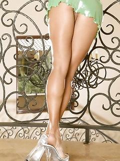 Miniskirt Babes Pics