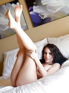 Hot Brunette Babes Pics