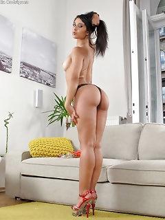 Hot Latina Babes Pics